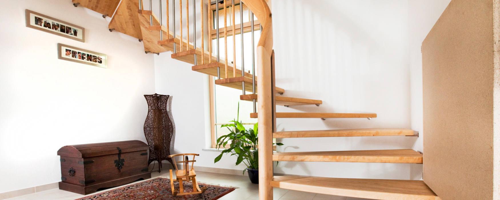 Foto Von Handlauftragende Treppe